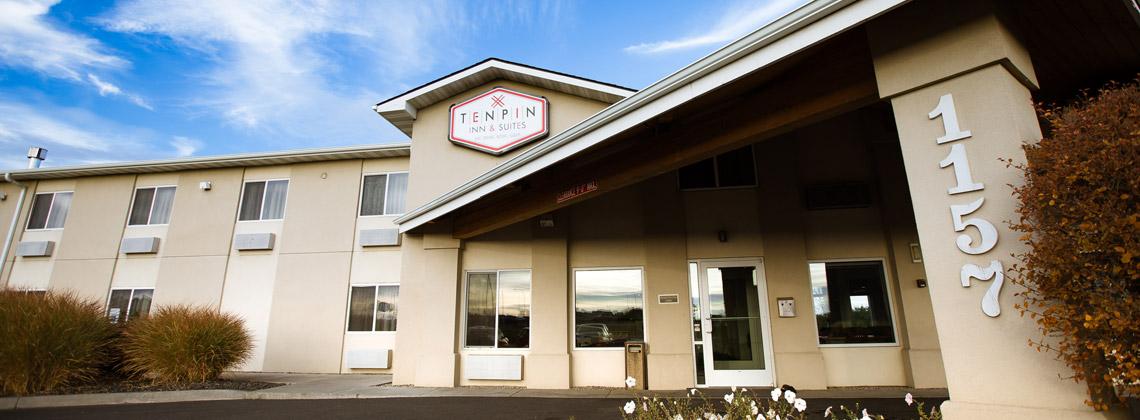 Exterior of Ten Pin Inn & Suites