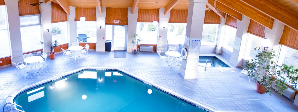 Pool and hot tub at Ten Pin Inn & Suites
