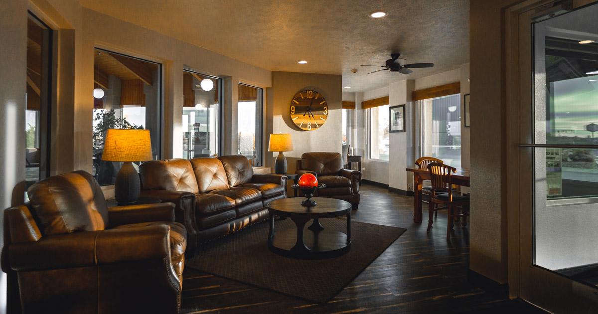 Lounge area at Ten Pin Inn & Suites